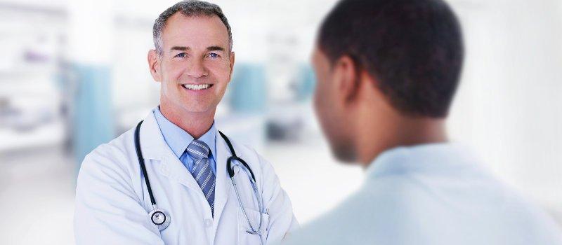 médico de Treated.com con licencia para prescribir su receta y elegir el mejor tratamiento