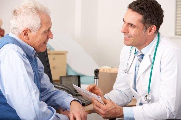 Läkare som arbetar för Euroclinix-apoteket utför online konsultationer och tillhandahåller lämplig behandling